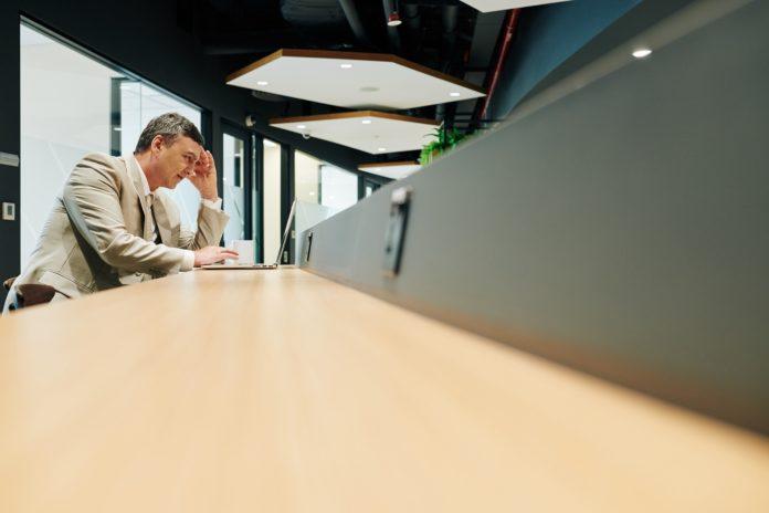 Kerepotan Mengajukan Cuti Kerja? Aplikasi Absensi Online Solusinya.