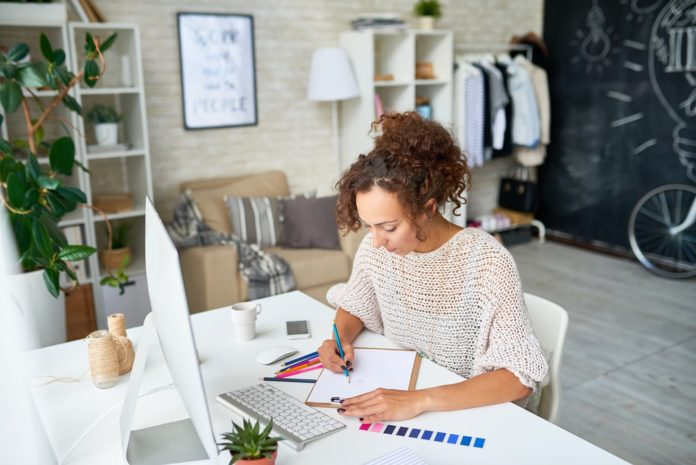 Work From Home itu Menguntungkan dan Merugikan. Lalu, Apa Keuntungan dan Kerugian Work From Home?